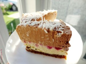 chocolate-coconut-and-raspberry-vegan-cheesecake